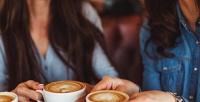Чай, горячий шоколад или кофе вкофейне «Молоко» соскидкой50%
