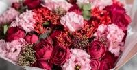 <b>Скидка до 61%.</b> Букет изголландских роз вкрафтовой бумаге, пленке или шляпной коробке