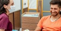 <b>Скидка до 69%.</b> Комплексная чистка зубов или лечение кариеса встоматологии «Zubы &Gubы»