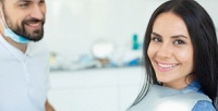 Профессиональная комплексная чистка зубов всети клиник Demokrat (950руб. вместо 2500руб.)