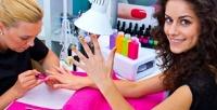 <b>Скидка до 70%.</b> Маникюр иэкспресс-педикюр спокрытием гель-лаком, дизайном двух ногтей или укреплением акриловой пудрой встудии красоты «Карамель»