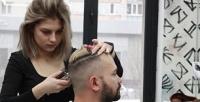 <b>Скидка до 54%.</b> Стрижка волос, бороды иусов отбарбершопа «Атом Hair Lab»