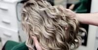 <b>Скидка до 70%.</b> Женская стрижка, экспресс-укладка, укладка «Локоны», окрашивание водин тон или сложное окрашивание волос всалоне Eva Style
