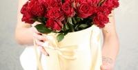 <b>Скидка до 85%.</b> Букет или композиция вшляпной коробке изголландских или российских роз, альстремерий, гербер, пионов, лилий