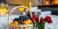 <b>Скидка до 50%.</b> Романтическое свидание сигристым напитком, фруктами иукрашением номера или отдых вномере выбранной категории вотеле Vista