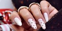 <b>Скидка до 65%.</b> Классический, европейский или комбинированный маникюр ипедикюр спокрытием ногтей гель-лаком встудии красоты «Красатория»