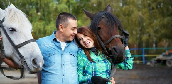 Прогулка верхом налошади или пони откомпании «Тверицкий конный клуб»