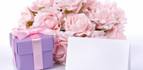 Букет из роз или хризантем либо цветочная композиция от мастерской Trava