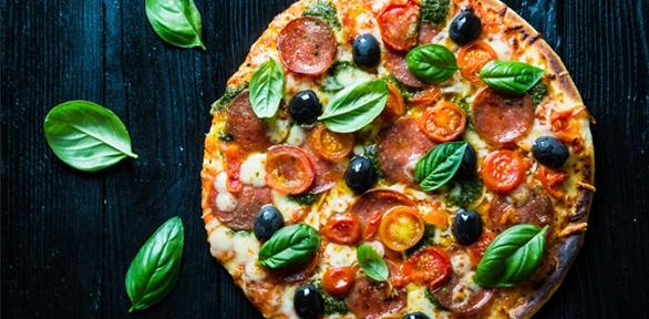 Большая пицца сдоставкой откафе «Тесто & Мясо» заполцены