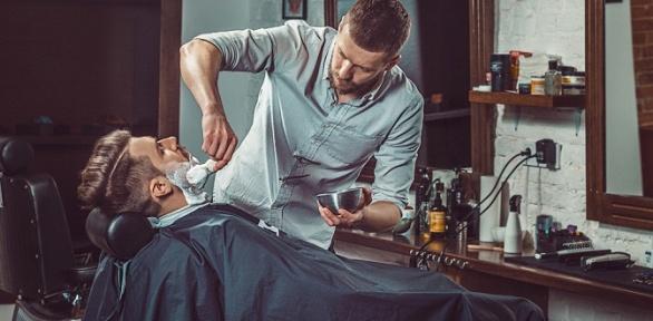 Мужская, детская стрижка иоформление бороды вThe Royal Barbershop