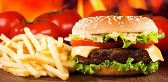 Бургер, картофель фри инапиток для одного или двоих впабе Kilt Pub