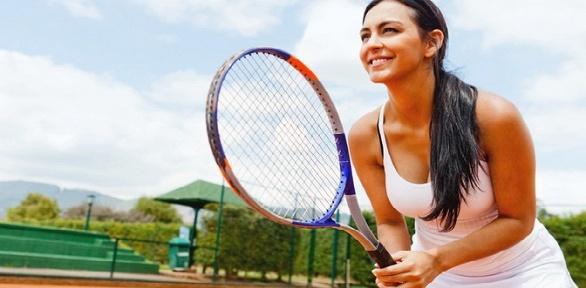 До3часов игры вбольшой теннис накортах теннисного клуба «Лев»