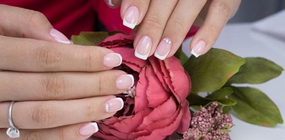 Маникюр и педикюр с массажем и покрытием ногтей в бьюти-центре Glamour