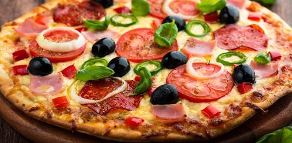 Весь ассортимент пиццы вкафе «Алина» заполцены