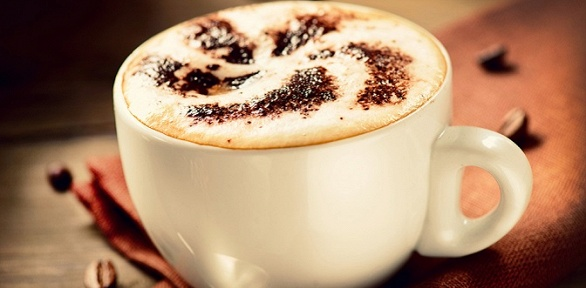 Двойной кофе сдесертом или сэндвичем отсупермаркета Izzy Smart Market