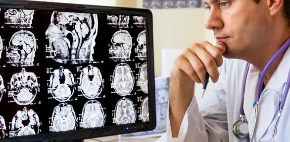 МРТ навыбор, прием невролога либо травматолога вклинике «Премиум клиник»