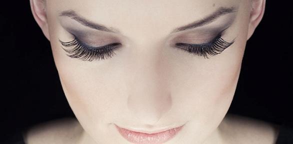 Поресничное наращивание или оформление бровей вкабинете красоты «Монако»