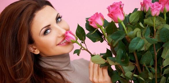 Букет изроз или тюльпанов либо цветочная композиция вкоробке или корзине