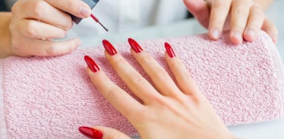 Маникюр или наращивание ногтей гелем встудии красоты Face Control