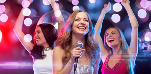 Караоке-вечеринка сарендой персонального зала вкараоке-клубе 7Sky