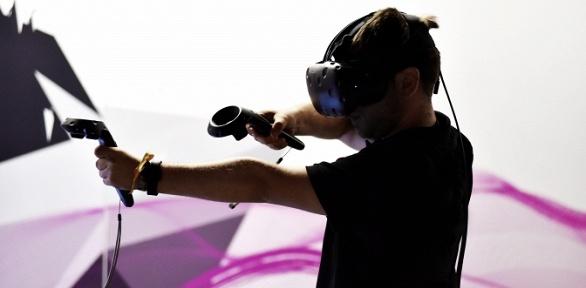 60минут игры вшлеме HTC Vive вклубе виртуальной реальности VRoom