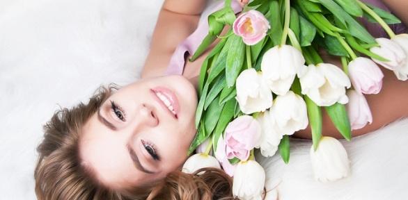 Букет изсиних орхидей, кустовых, голландских роз, тюльпанов либо ирисов