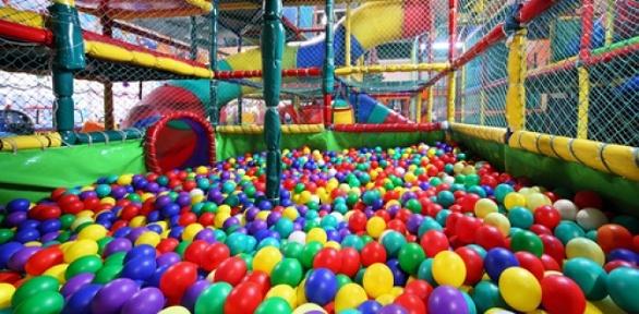 Посещение детской комнаты или аттракционов вцентре «КосмоМакс»
