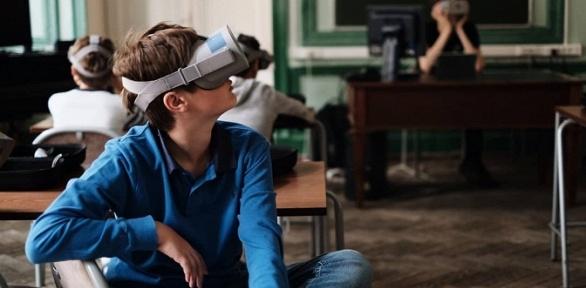 Доставка шлемов виртуальной реальности откомпании VRRoom заполцены