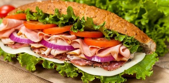 Сэндвичи, роллы или салаты в ресторане Subway за полцены