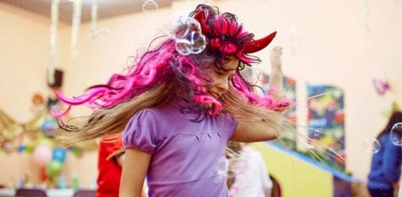 Празднование дня рождения ребенка встудии праздников «Цветное настроение»