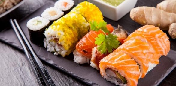 Роллы исуши отслужбы доставки японской еды «Инь-Янь» заполцены