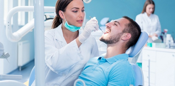 Чистка зубов, лечение кариеса встоматологии New Smile
