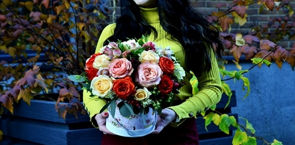 Букет, цветочная композиция вкоробке, ящике, корзине