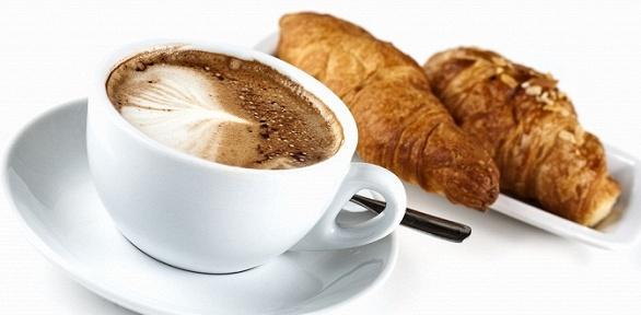 Горячий или холодный кофе сдесертом вкофейне «7Fridays Coffee»