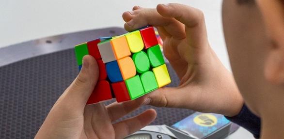 Участие винтеллектуальных занятиях «спидкубинг» или игра вговклубе UKUB