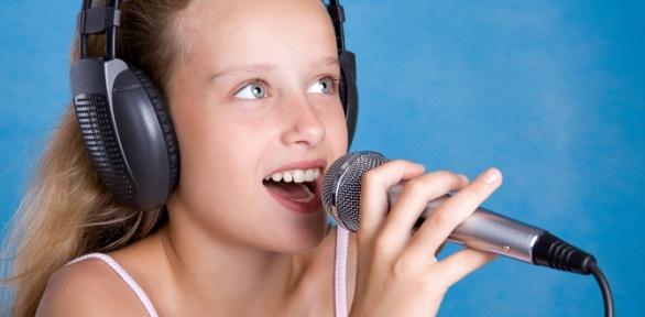 Занятия повокалу, фортепиано или сольфеджио встудии «Голос»