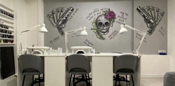 Маникюр ипедикюр спокрытием гель-лаком встудии маникюра Guns &Nails