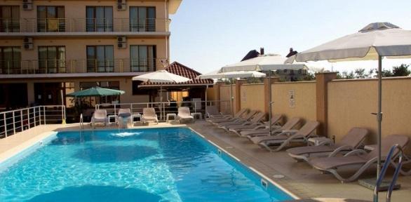 Отдых в Крыму с завтраками для двоих в отеле «Дюльбер»