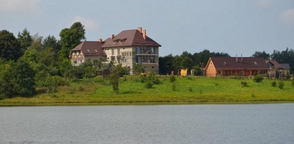 Отдых наберегу Шатровского озера для двоих вусадьбе «Клюква»