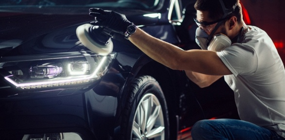 Химчистка автомобиля или полировка кузова отдетейлинг-центра Phantom