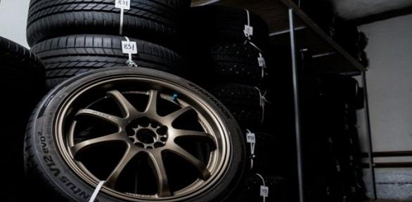 Сезонное хранение комплекта шин радиусом доR22 отавтостудии «Фейнлаб»