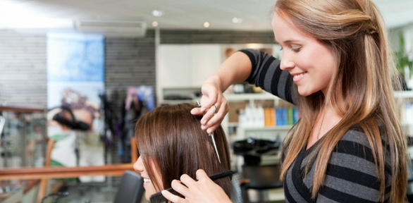 Стрижка, кератиновый уход всалоне красоты «Семейная парикмахерская»