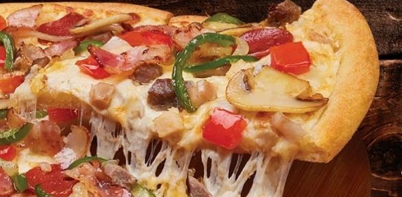 Большие пиццы отпиццерии Domino's Pizza заполцены