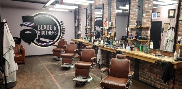 Мужская стрижка или моделирование бороды вBlade &Brothers Barbershop