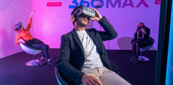 Игра или киносеанс в VR-кинотеатре 360MAX