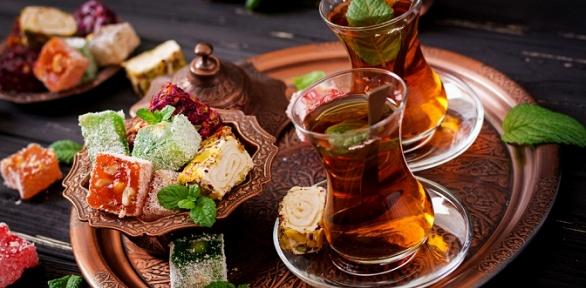 Паровой коктейль снапитками иугощениями вMagic Bar &Chillout