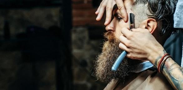 Мужская стрижка или моделирование бороды вбарбершопе Mac Barber