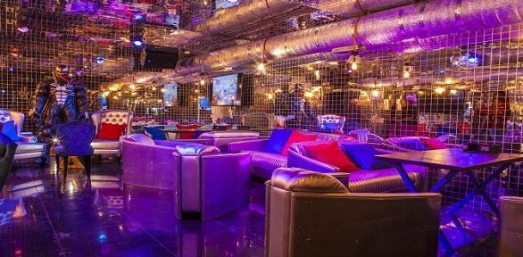 Напитки ипаровые коктейли вцентре P4B Lounge Bar заполцены