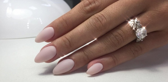 Маникюр ипедикюр спокрытием ногтей гель-лаком всалоне красоты «Элина»