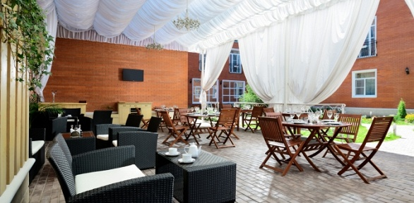 Романтический или семейный ужин наверанде ресторана «Империал»